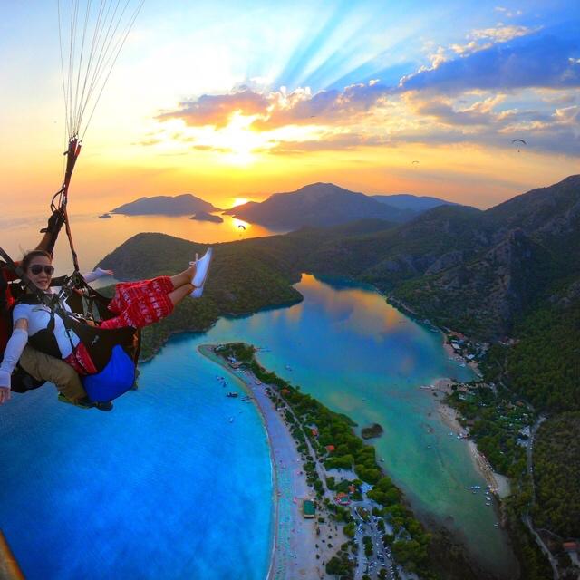 Ali_paragliding