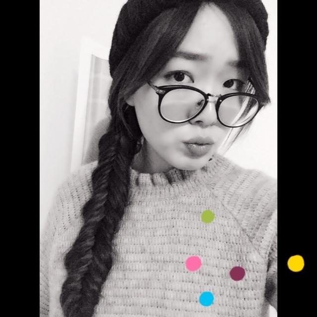 钟爱的大眼镜,辫子姑娘,黑白滤镜