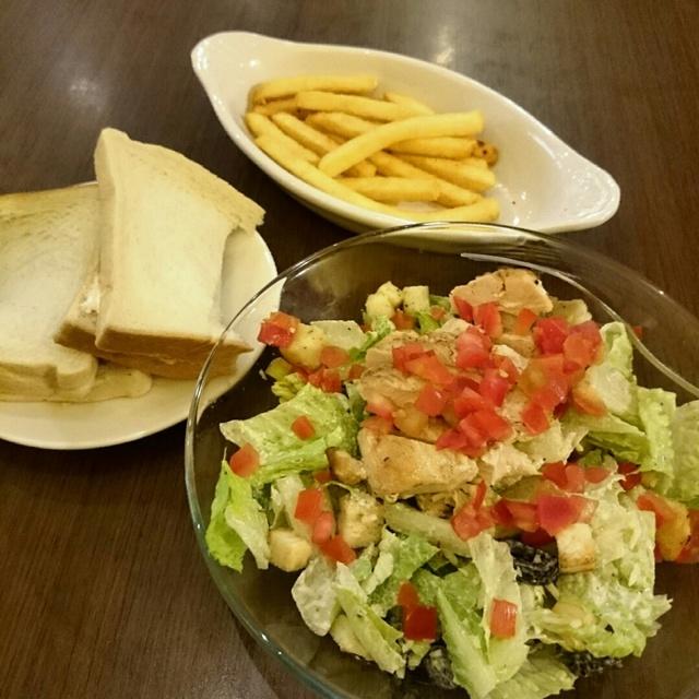 土司,薯條,凱薩雞肉沙拉,台灣,LAZY BIRD 雷利彼德
