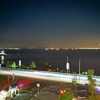 灯火通明,窗外的风景,夜色迷离,手机摄影
