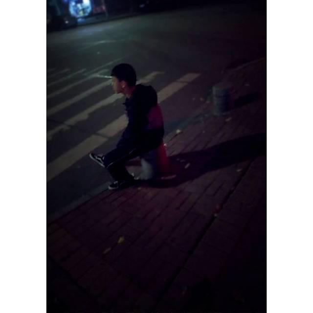 _L-ight-的照片