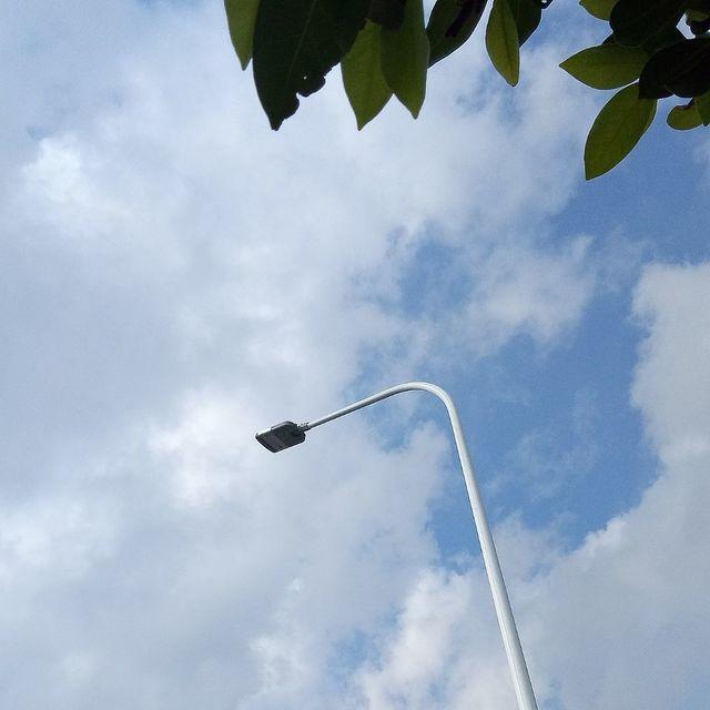 如果云知道,蓝蓝的天空白云飘,天空,喜欢请点赞,路灯