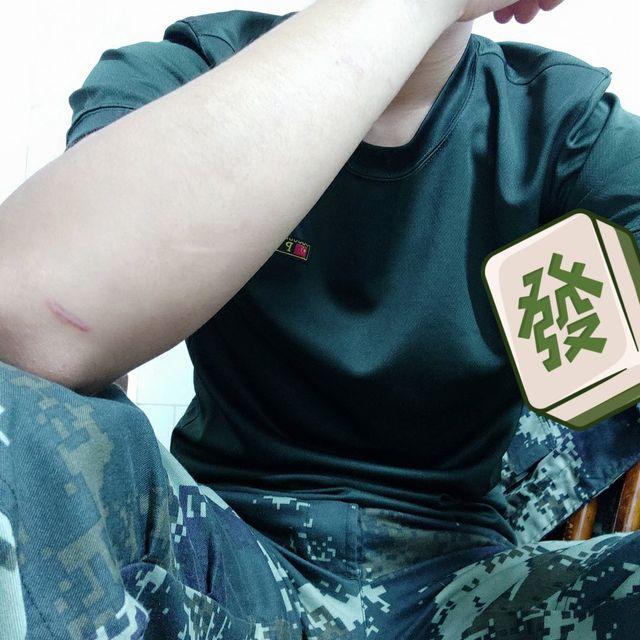 丶扛枪的男人的照片