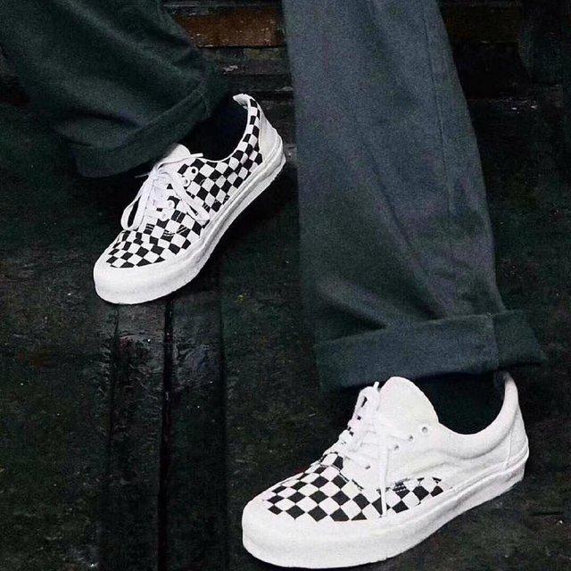 鞋子很无聊穿球鞋的照片