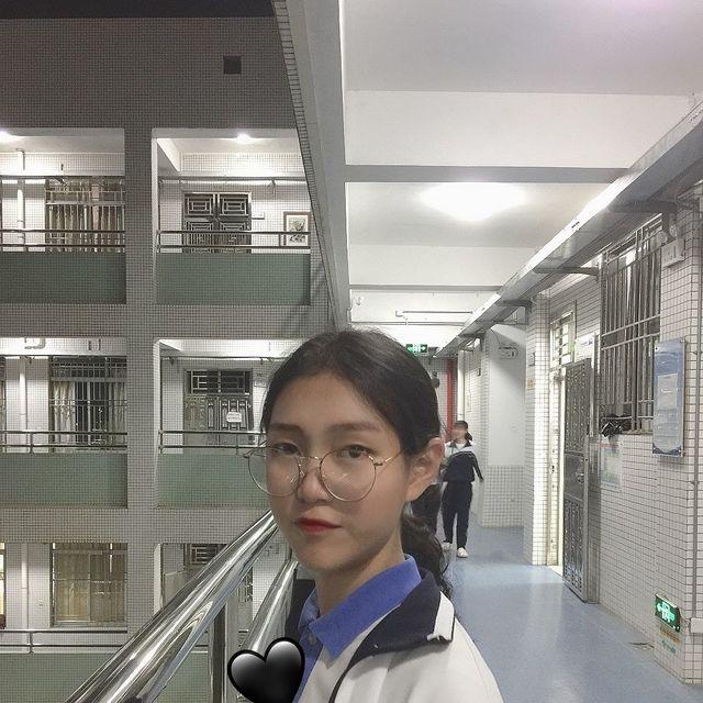 喜欢请点赞,回眸一笑,深圳学生